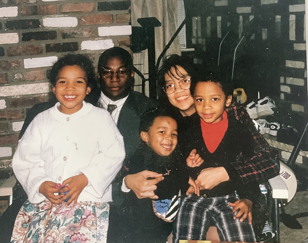A family of five people pose for a picture.